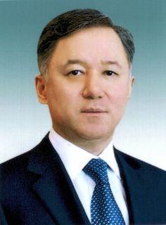 Нигматуллин  Нурлан Зайруллаевич Родился в 1962 году в Караганде. Окончил Карагандинский политехнический институт. Доктор политических наук.