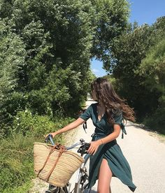 🌻 thank you for the perfect summer dress 💕 Summer Feeling, Summer Vibes, Summer Outfits, Cute Outfits, Easy Outfits, Style Blogger, Foto Casual, European Summer, Summer Dream