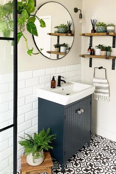 Small Bathroom Interior, Modern Small Bathrooms, Bathroom Design Small, Small Bathroom Ideas, Small Bathroom Inspiration, Designs For Small Bathrooms, Decorating Small Bathrooms, Small Bathroom Makeovers, Small Vintage Bathroom