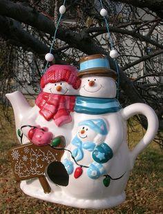 *SNOW-COUPLE ~ Teapot Birdhouse