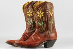 Beautiful vintage Justin circa 1950s flower cutout leather cowboy boots 9.5 B with cloth pulls
