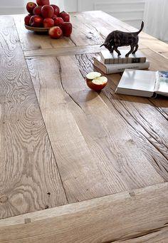 Recycelte Eiche - das schönste Massivholz für Esstische.