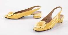 Yellow shoes from House of Charles Jourdan In Brooklyn Museum Costume Collection Valk Chuah Metropolitan Museum of Art Sixties Fashion, Retro Fashion, Trendy Fashion, Vintage Fashion, Fashion Ideas, Cute Shoes, Me Too Shoes, 60s Shoes, Charles Jourdan