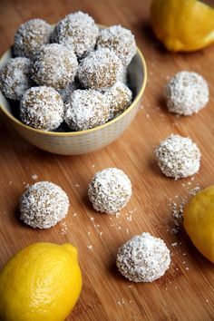 Lemon Coconut Protein Balls That Taste Like Summer! These lemon protein balls are made with just five ingredients: raw almonds, vanilla protein powder, juicy dates, lemon juice, and unsweetened coconut Protein Bites, Protein Snacks, High Protein, Protein Recipes, Date Protein Balls, Protein Energy, Protein Cake, Protein Muffins, Protein Cookies