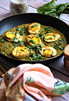 Kolhapuri Green Masala Egg Curry - A spicy & flavorful Indian Egg Curry with boiled eggs cooked in aromatic green masala, Indian whole spices and coconut. An easy dinner recipe for all! Veg Recipes, Curry Recipes, Easy Dinner Recipes, Indian Food Recipes, Asian Recipes, Vegetarian Recipes, Chicken Recipes, Cooking Recipes, Healthy Recipes