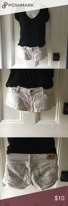 Abercrombie & Fitch size 00 white denim short Abercrombie & Fitch size 00 white denim cut-off shorts Abercrombie & Fitch Shorts Jean Shorts