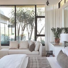 The Private House Company: Sophisticated African Design at Steyn City Luxury Homes Interior, Home Interior, Interior Design Living Room, Living Room Decor, Living Spaces, Modern Interior, Retro Home Decor, Cheap Home Decor, Home Bedroom