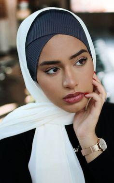 Cross Front Under Scarf Heather Gray Beautiful Muslim Women, Beautiful Hijab, Islamic Fashion, Muslim Fashion, Hijab Fashion, Fashion Dresses, Modest Dresses, Modest Outfits, Womens Fashion Online