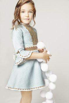 Tartaleta: Otoño Invierno 2015 Cute Little Girl Dresses, Dresses Kids Girl, Kids Outfits Girls, Girl Outfits, Cute Kids Fashion, Girls Fashion Clothes, Baby Girl Fashion, Frocks For Girls, Kids Frocks