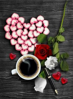Coffee and flowers Coffee Break, Morning Coffee, Tea Places, Coffee Heart, Tea Art, Coffee Cafe, C'est Bon, Chocolate, Fruit Recipes