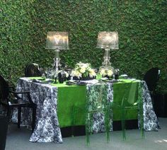 WOW!!! Black & white floral toile with emerald green silk table runners with velvet border - accented with clear bourgie lamps #pantone #emerald #green #2013