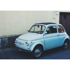 Powder blue Fiat 500 in Rome, photo courtesy of @liekewaenink.
