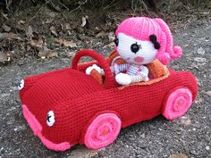 Charlotte drivin....    Phew, it´s finished!  I wanted my big crocheted Lalaloopsy Charlotte to have a car too, as the Mini Lala has one, too. So what else could I do but chrochet one!  Here she seems to be concentrating on her driving skills!^^