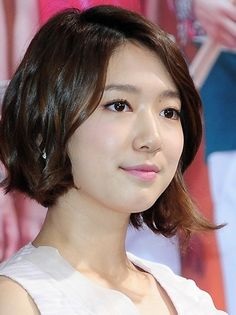 Park Shin Hye from You're Beautiful drama♡♡♡ 박신혜 / Park Shin-Hye Asymmetrical Hairstyles, Trendy Hairstyles, Bob Hairstyles, Asymmetric Hair, Brown To Blonde Ombre, Blonde Color, Flower Boy Next Door, Medium Hair Styles, Short Hair Styles