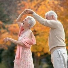 Celebrate Your Spouse With Quotes on Love and Marriage Altes Ehepaar tanzen zusammen Shall We Dance, Lets Dance, Older Couples, Cute Couples, Older Couple Poses, Happy Couples, Married Couples, Vieux Couples, Growing Old Together