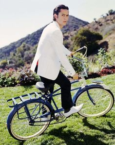Joseph Gordon-Levitt on a bike.