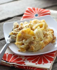 Horseradish Cheddar Mac & Cheese - Warm, cheesy and satisfying comfort food with a spicy little kick - FoodBabbles.com