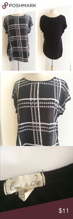 """Black/ White shirt Emi & Joe black/ white top. Size XL. Very true to size. I purchased this brand new. Measures 28"""" long with a 40"""" bust. Lightweight and great for summer! This has some pilling and a small hole by the tag (from the price tag). 100% polyester.  🚫NO TRADES🚫 💲Price is firm unless bundled💲 💰Great bundle discounts💰 Emi & Joe Tops Blouses"""