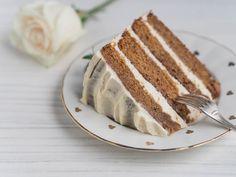 Mehukas Päärynäkakku Valkosuklaakreemillä on ihanan mehevä kakku juhliin ja arjen kahvihetkiin. Jos pidät porkkanakakusta, rakastat tätä kakkua! Tiramisu, Baking, Ethnic Recipes, Food, Bakken, Essen, Meals, Tiramisu Cake, Backen