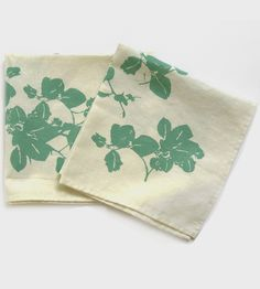 Bougainvillea Cloth Napkin 2-Pack   A floral accent for your dinner table, these napkins are scree...   Cloth Napkins