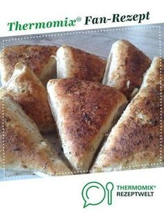 Knoblauchecken von Ein Thermomix ® Rezept aus der Kategorie Backen her… Garlic corners by A Thermomix ® recipe from the Baking category www.de, the Thermomix® Community. Pizza Recipes, Bread Recipes, Low Carb Recipes, Baking Recipes, Pampered Chef, Baking Classes, French Toast Bake, French Food, Bread Baking