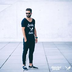Distorted People Streetstyle : BB Blades Grand Neck Tshirt, Black Jogging Pants, combined with sunglasses, watch and black sneakers