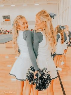 Awesome college Halloween Costumes for Girls Cheer Team Pictures, Cute Friend Pictures, Best Friend Pictures, Bff Pics, Friend Pics, Cheer Picture Poses, Cheer Poses, Tumblr Bff, Usa Tumblr