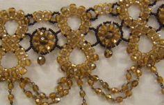 collana, collarino, girocollo in mezzo cristallo marrone