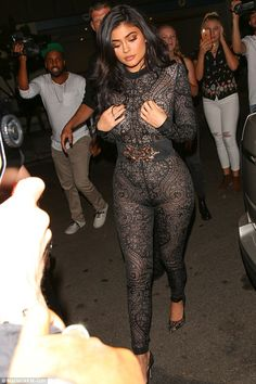 Kylie Jenner Wears Super Sexy Lace Jumpsuit for Birthday Party!: Photo Kylie Jenner rocks a sexy lace jumpsuit while stepping out to celebrate her birthday on Sunday (July at the Nice Guy in West Hollywood, Calif. Kendall Jenner, Kylie Jenner Vestidos, Kylie Jenner Look, Kyle Jenner, Kylie Jenner Outfits, Kendall And Kylie, Estilo Jenner, Estilo Kardashian, Robert Kardashian