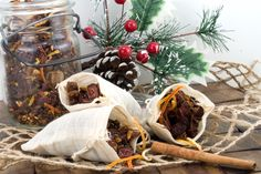 So simple anyone can make this Potpourri! Your homes will be filled with the lovely aromas of Christmas! Potpourri Recipes, Mulling Spices, Christmas Scents, Orange Peel, Bath And Body Works, Cinnamon Sticks, Vegan Vegetarian, Stuffed Mushrooms, Vegetables