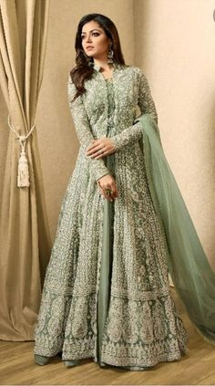 Indian Gowns Dresses, Indian Fashion Dresses, Dress Indian Style, Indian Designer Outfits, Abaya Fashion, Pakistani Dresses, Designer Dresses, Abaya Style, Pakistani Suits