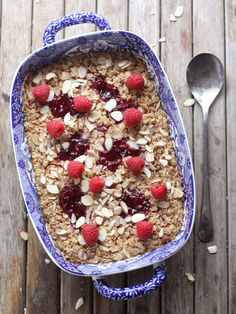 This is sooooooooo good. Possibly even more so because I replaced almonds with a handful of white chocolate chips??  ;)  -Raspberry Almond Baked Oatmeal // completelydelicious.com