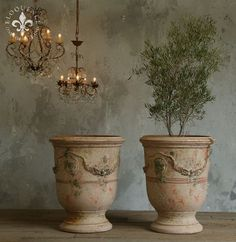 Photo by French Garden House Anduze urns, or the vase d'anduze, have to be my favorite garden planters. Vintage Chic, French Vintage, French Decor, French Country Decorating, Pot Jardin, Urn Planters, Garden Urns, Pot Plante, French Country Style