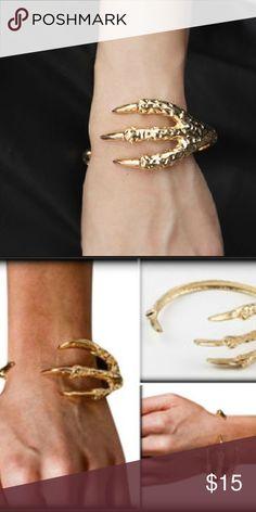 🎄NEW Gold Dragon Claw Bracelet New in package gold metal alloy dragon claw bracelet - adjustable. Jewelry Bracelets