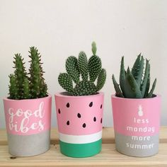 Thanks a lot La Planta for sharing this beautiful photo with the plant co… Modern is part of Diy flower pots Thanks a lot La Planta for sharing this beautiful photo with the plant c - Painted Plant Pots, Painted Flower Pots, Jar Crafts, Diy And Crafts, Clay Pot Crafts, Bottle Crafts, Room Deco, Concrete Pots, Cement Planters