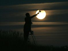 pictures incorporating the moon, so cute!  It makes me think of the La Luna short before Brave.