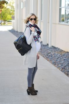 monochrome grey fall outfit, blanket scarf, stylish maternity outfit idea, fawn diaper bag