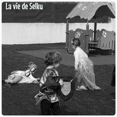 Selky revient sur sa semaine en noir et blanc en photos et quelques mots. Avec de l'éclipse éclipsée, de l'échec, du carnaval & de l'incisive dans le dedans