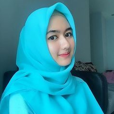 Beautiful Hijab Girl Loving You - Hijaber Smile - Argoratta Beautiful Hijab Girl, Beautiful Muslim Women, Beautiful Asian Girls, Simple Hijab, Muslim Beauty, Arabian Beauty, Indonesian Girls, Hijab Chic, Muslim Girls
