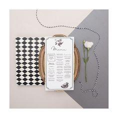 Um menu grande com 2 ou 3 colunas de texto leva originalidade para a sua mesa! Como um pequeno bistrô ❤️ Id visual Casamento Marina + Thiago   #identidadevisual #weddingstationery #bodadesign #weddingmenu