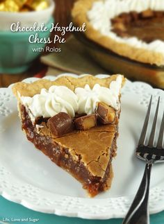 This Chocolate Hazelnut Chess Pie is totally indulgent! It is the richness and sweetness of a chocolate hazelnut spread in pie form. A pie with loads of sugar a Desserts To Make, Köstliche Desserts, Delicious Desserts, Dessert Recipes, Yummy Food, Yummy Yummy, Recipes Dinner, Delish, Pie Recipes