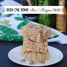 Irish Car Bomb Rice Krispies Treats - the treats have Bailey's in them and they're topped with a Guinness glaze. Rice Krispies treats infused with Bailey's Irish Cream and topped with a Guinness glaze. Rice Krispy Treats Recipe, Rice Crispy Treats, Krispie Treats, Rice Krispies, Car Bomb, Cereal Treats, Cereal Bars, Rice Recipes For Dinner, Alcohol Recipes