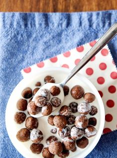 Crunchy, a hit of of sweetness. DELICIOUS Homemade Cocoa Puffs Recipe {grain free and paleo, gluten free, and regular recipes} Another cereal to think about trying Real Food Recipes, Cooking Recipes, Yummy Food, Almond Recipes, Gluten Free Recipes, Thm Recipes, Recipies, Dessert Recipes, Homemade Cereal