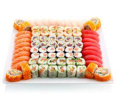 Plate of sushi Sushi Burger, My Sushi, Best Sushi, Sashimi, Sushi Recipes, Asian Recipes, Bento, Sushi Comida, Japan Sushi