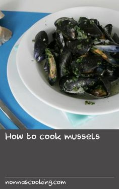How to cook mussels Chia Recipe, Mussels, Seafood, Easy Meals, Beef, Cooking, Table, Recipes, Sea Food