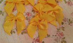 Lacinho de cetim decorativo amarelo