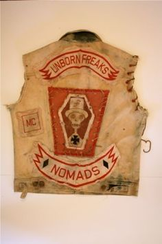 gretchenjonesnyc: this is a KILLER vest. I want to be in a gang…a bike gang. Biker Clubs, Motorcycle Clubs, Bike Gang, Johnny Thunders, Chain Stitch Embroidery, Vintage Biker, Harley Bikes, Biker Patches, Nose Art