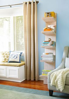 Use this easy-to-build display shelf to hold books, magazines, CDs, and DVDs.