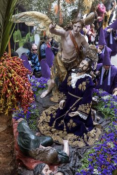 """SPAIN / Celebrations / Holy Week - The other common feature is that every brotherhood carries magnificent """"Pasos"""" or floats with sculptures that depict different scenes from the gospels related to the Passion of Christ or the Sorrows of Virgin Mary. Many of these floats are art pieces. Brotherhoods have owned and preserved these """"pasos"""" for centuries . - Semana Santa en Murcia"""