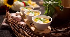 How do we keep our little family warm? This butternut squash recipe includes a light punch of curry powder, and a dollop of plain yogourt (or sour cream) to round out flavors in each and every bowl. Best Soup Recipes, Great Recipes, Roasted Butternut Squash Soup, Squash Recipe, Fresh Chives, Curry Powder, Christmas 2019, Sour Cream, Punch
